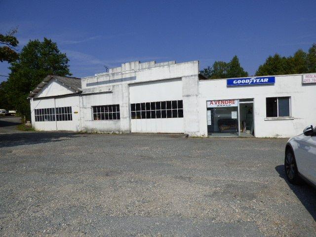 Ancien garage situé bord de RN21 à La Coquille