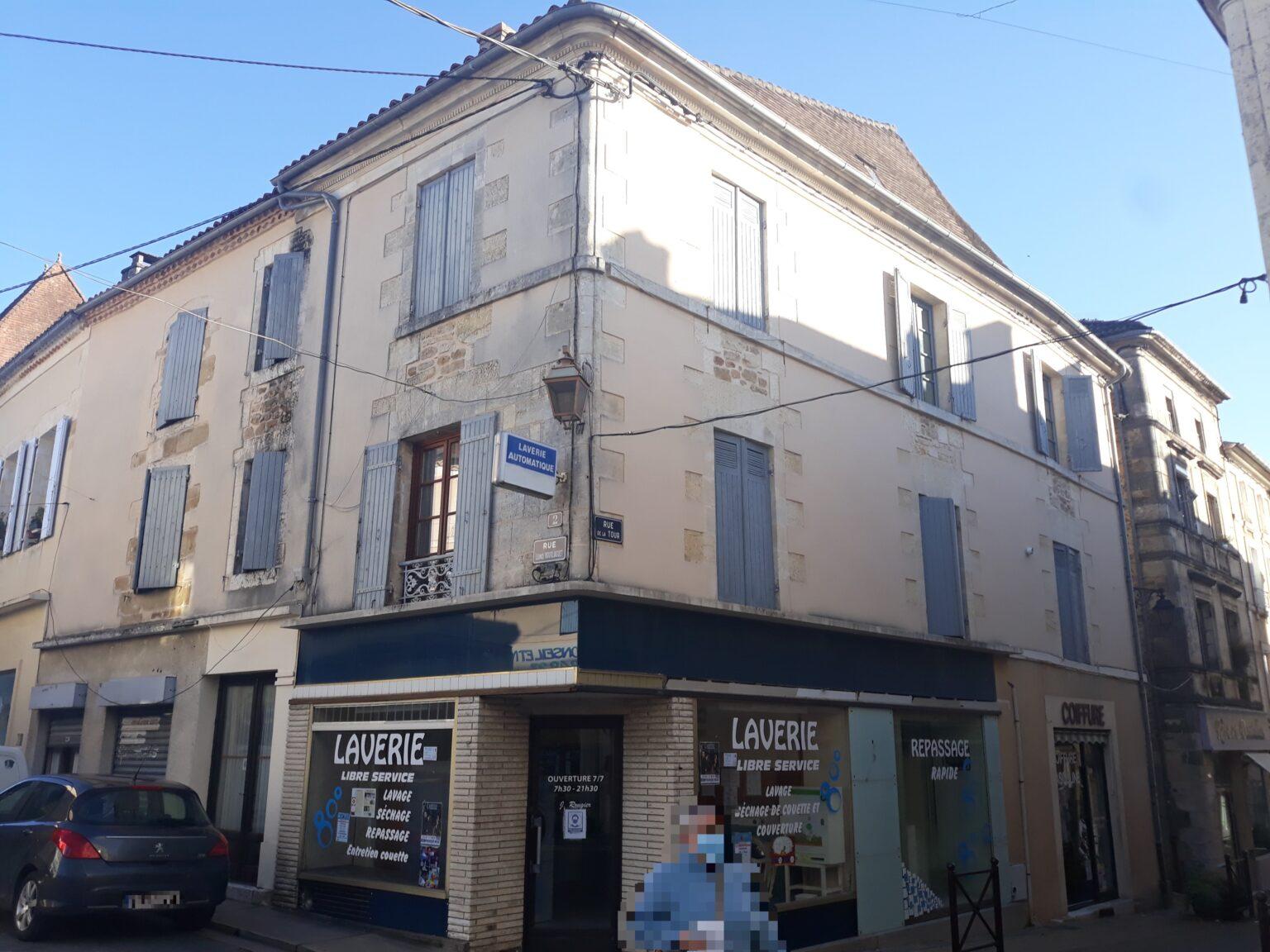 Ensemble Immobilier comprenant 3 locaux commerciaux + 4 appartements rue Bourliaguet THIVIERS