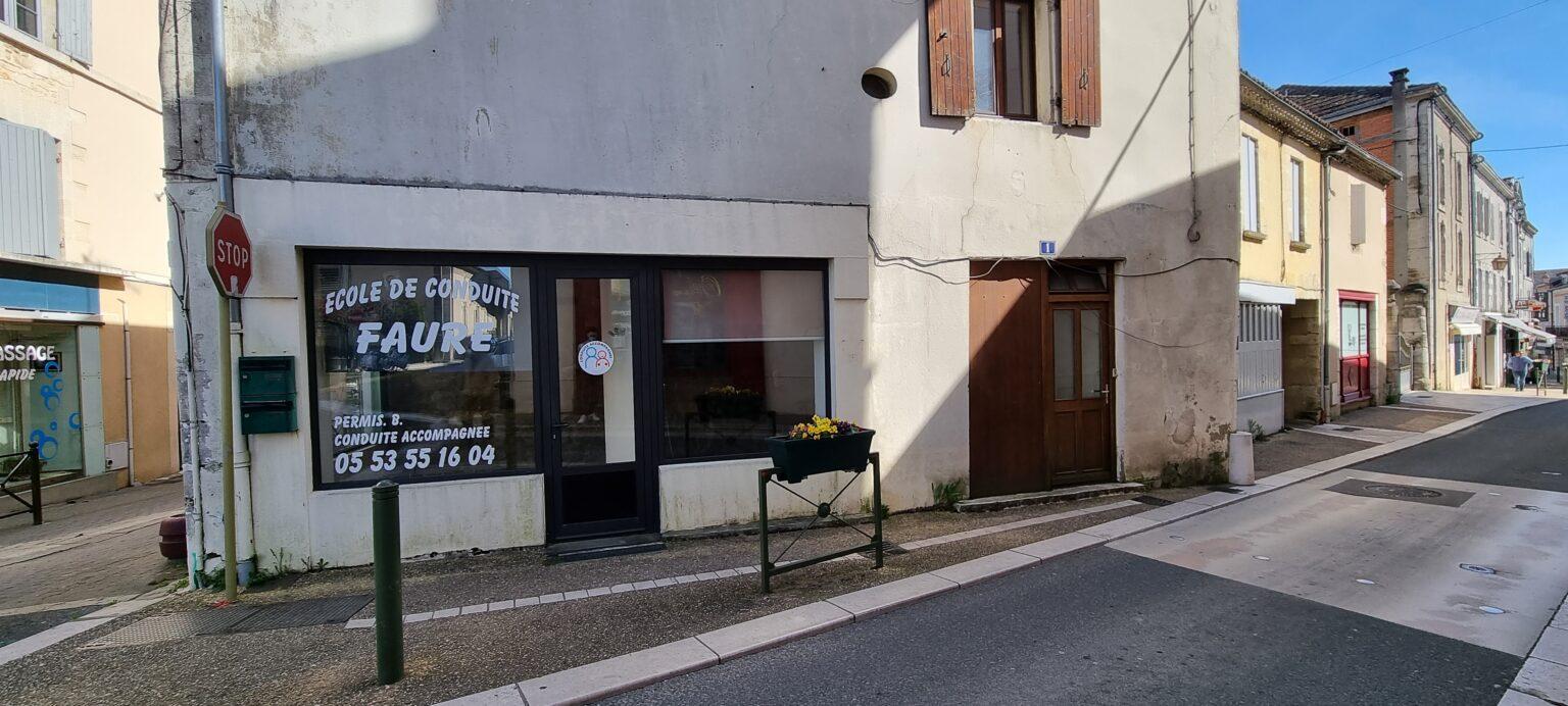 Local commercial de 30 m ² situé au centre-bourg de Thiviers